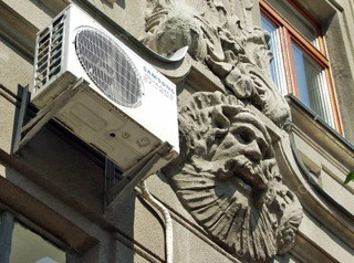 На фасадах исторических зданий запретят монтировать кондиционеры