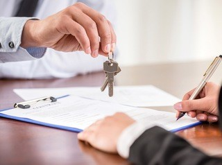 Кому не нужно платить налог при продаже квартиры в 2020 году?