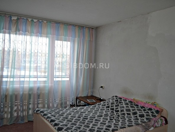 Продам 2-комнатную, 47 м², Октябрьская ул, 35. Фото 2.