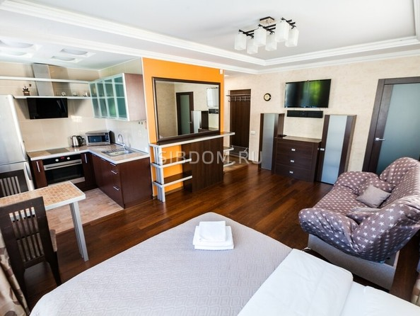 Сдам посуточно в аренду 1-комнатную квартиру, 34 м², Барнаул. Фото 1.
